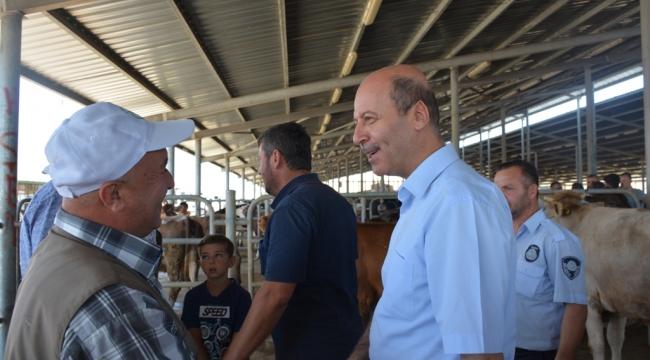 Başkan Bozkurt'tan Kurban Pazarına Ziyaret
