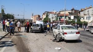 Dinar'da Freni Patlayan Kamyon 6 otomobile çarptı
