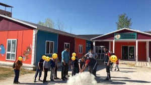 Dinar'da İtfaiye ekipleri Rehabilitasyon Merkezinde Öğrenciler ile buluştu
