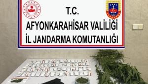 JANDARMA SÜLÜN KASABASINDA UYUŞTURUCU SATICILARINI ELE GEÇİRDİ..