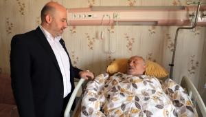 Sezen'den Devlet Hastanesinde tedavi gören vatandaşlara ziyaret