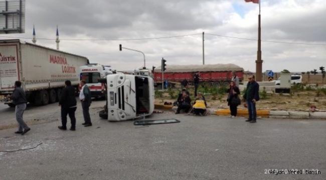 Ölüm Kavşağında Yine Kaza: 19 Yaralı
