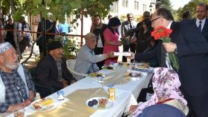 Vali Tutulmaz Yaşlı Vatandaşlarla Bir Araya Geldi