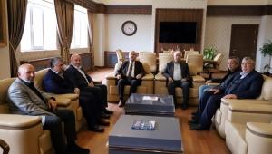 Başkan Sezen'den kurucu başkan ve yönetim kurulu üyelerine vefa plaketi