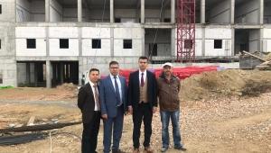 Sinanpaşa Devlet Hastanesinin inşaatı devam ediyor..