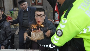 Sokak ortasında sürpriz doğum günü..