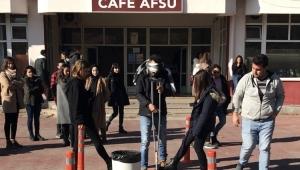 AFSÜ'LÜ ÖĞRENCİLER ENGELLİ PARKURUNDA TER DÖKTÜ