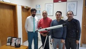 Başkan Bağırkan Bilim Sanat Merkezi Okuluna Teleskop Hediye Etti