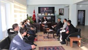 Dinar'da Şampiyon Öğrenciler Kaymakam Kapankaya'yı Ziyaret Etti
