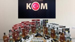 Polis, Silah Ve Kaçak İçki Ele Geçirdi