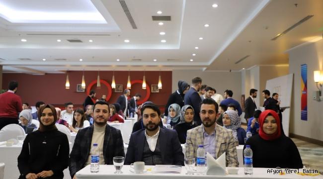AK Gençler münazara yarışması yaptı..