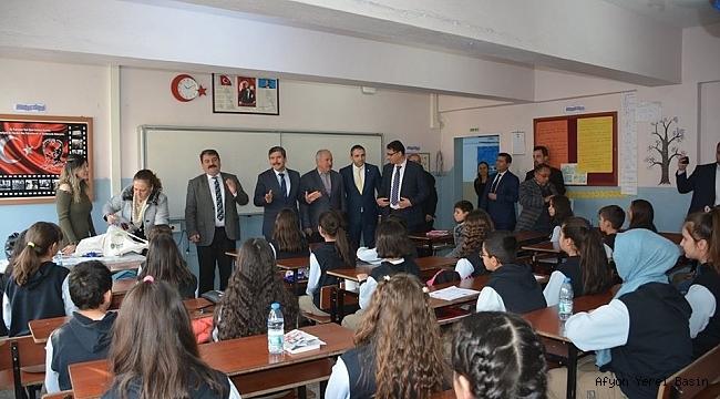 Başkan Nihat Sarı'dan Başarılı Öğrencilere Hediye