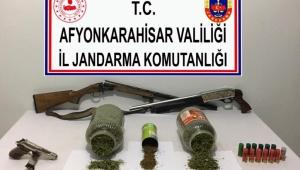 JANDARMA DAZKIRI KIZILÖRENDE UYUŞTURUCU SATICISINI YAKALADI..