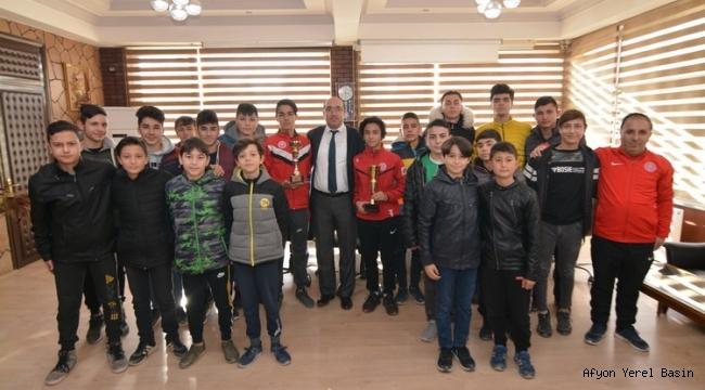SANDIKLISPOR U14-U16 ŞAMPİYONLARINDAN BAŞKAN ÇÖL'E ZİYARET