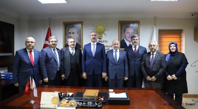 Adalet Bakanı Abdulhamit Gül'den AK Parti'ye ziyaret