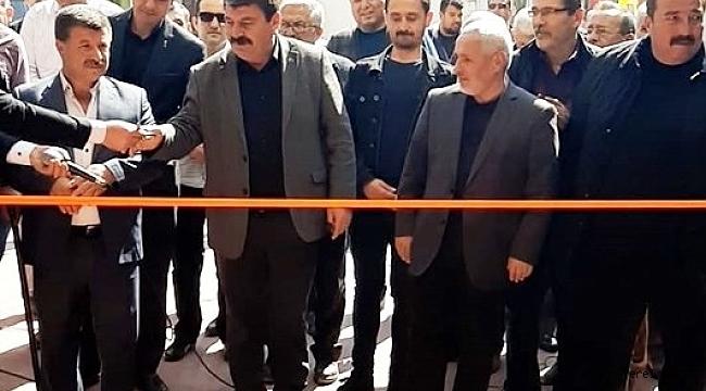 Belediye Başkanı Nihat Sarı ve Neşe Taşpınar, 2 ayrı işyerlerinin kurdelelerini kesti