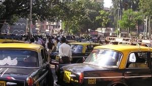 Hindistan'ın Mumbai Gecekondu Bölgesinde Korkulan İlk Corona Vakası