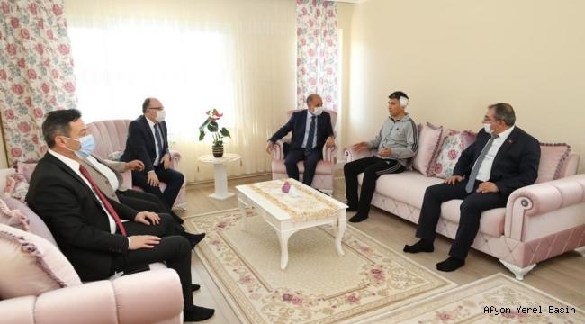 Emniyet Genel Müdürü Mehmet Aktaş, Polis Memurunu ziyaret etti.