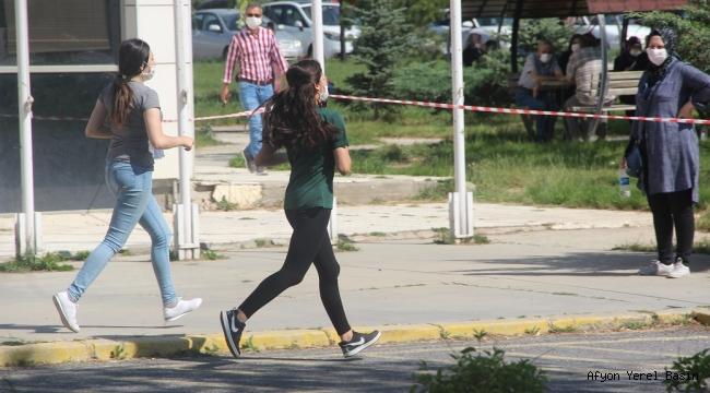 ÖSYM'NİN İKİNCİ OTURUMU AYT SINAVI BAŞLADI..