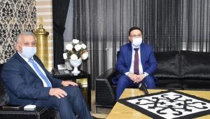 Vali Çiçek, Belediye Başkanı Zeybek'i Makamında Ziyaret Etti
