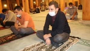 AK Gençler Ayasofya kararı sonrası Paşa Camiinde 'şükür namazı' kıldı
