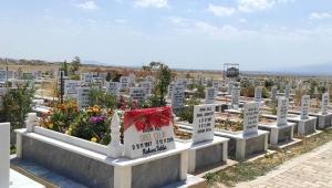 Bolvadin`de Mezarlıklar Bayrama Hazır