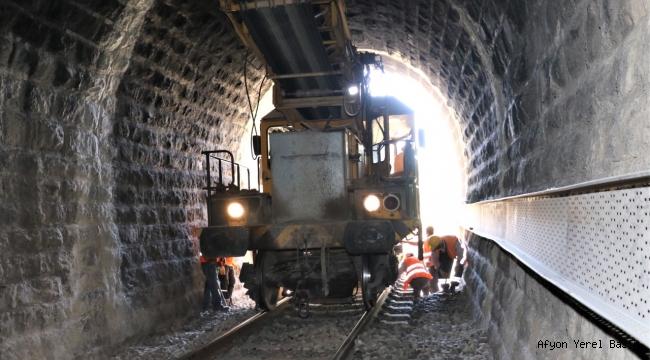 TCDD 7.Bölge de Tünellerde Kot Düşürme Çalışmaları Başladı.