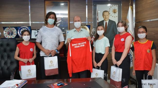 Başkan Bozkurt Şampiyonları Ağırladı