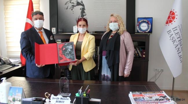 Av. Nilgün Seçen ve Dr. Mustafa Seçen'den Münire Burcu'ya Ziyaret