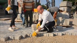 Başkan Bozkurt Kolları Sıvadı Parke Taşı Döşedi..