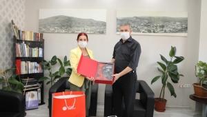 Ş.Münire Burcu, İhsan Akar'ı ziyaret etti