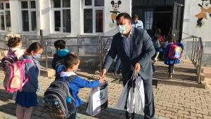 Akgedik'ten öğrencilere kırtasiye desteği