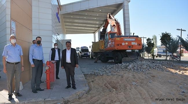 Dinar Belediyesinden Hastane Bahçesine sıcak asfalt