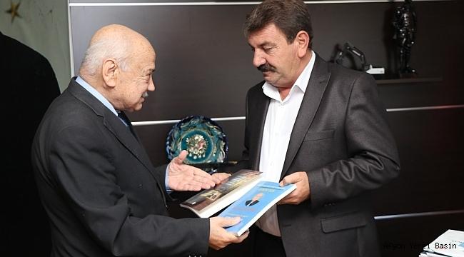 Dinarlı Yazar ve Şairlerden Başkan Sarı'ya Teşekkür Ziyareti
