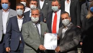 MHP İl Başkanı Kocacan mazbatasını aldı