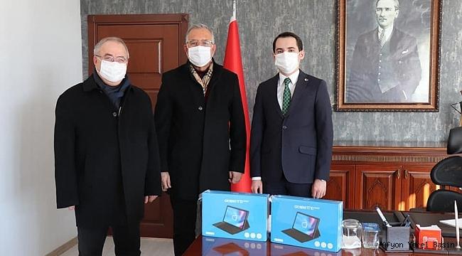 Dinar Ticaret ve Sanayi Odası'ndan Öğrencilere Klavyeli Tablet Desteği