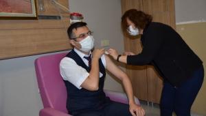 İlimizde Aşılama Başladı: İlk Aşı Sağlık Müdürü Korkmaz'a