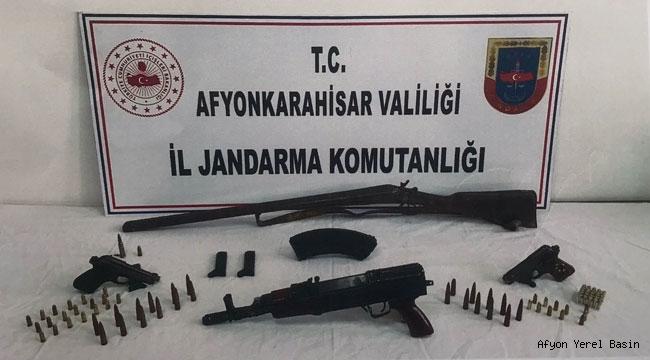 Kaçak silah satışı yapan 2 kişi yakalandı