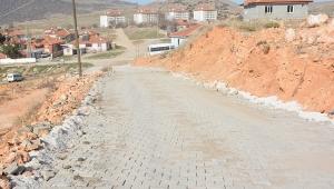 Gazi Mehmet Çavuş Mahallesi'ne parke taşı döşeniyor