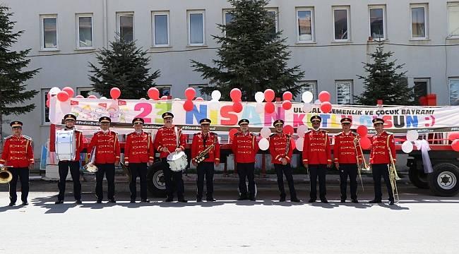 Dinar Belediyesi Bandosundan Mahallelerde 23 Nisan gösterisi