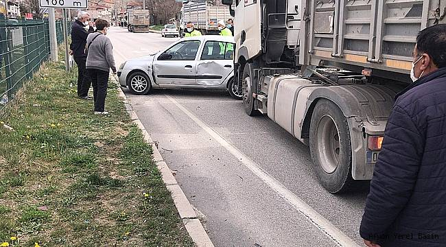 Dinar'da Tır İle Otomobil çarpıştı