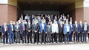 Başkan Sarı Gençlik ve Spor Bakanı Kasapoğlu'nun yanından heybesi dolu geldi