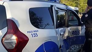 Dur İhtarlarına Uymadı 2 Polis Aracına Çarptı!!!