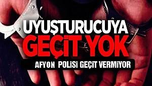 POLİS EKİPLERİ UYUŞTURUCU SATICILARINA GEÇİT VERMİYOR..