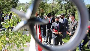 15 Temmuz Demokrasi ve Milli Birlik Günü'nde Aziz Şehitlerimiz Rahmetle Yad Edildi