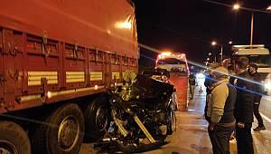 Çevre yolunda Lüks araç Tıra arkadan çarptı.