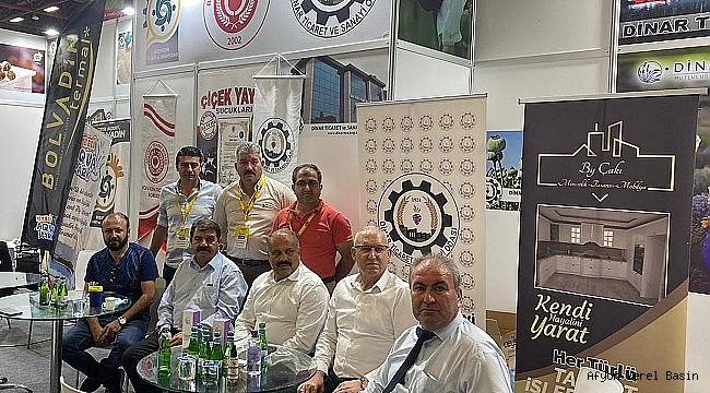 Başkan Nihat Sarı Ahmet Tural'a Hediye Verdi
