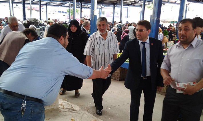 Mustafa Taşkapı Pazaryerinde Vatandaşları Ziyaret Ediyor