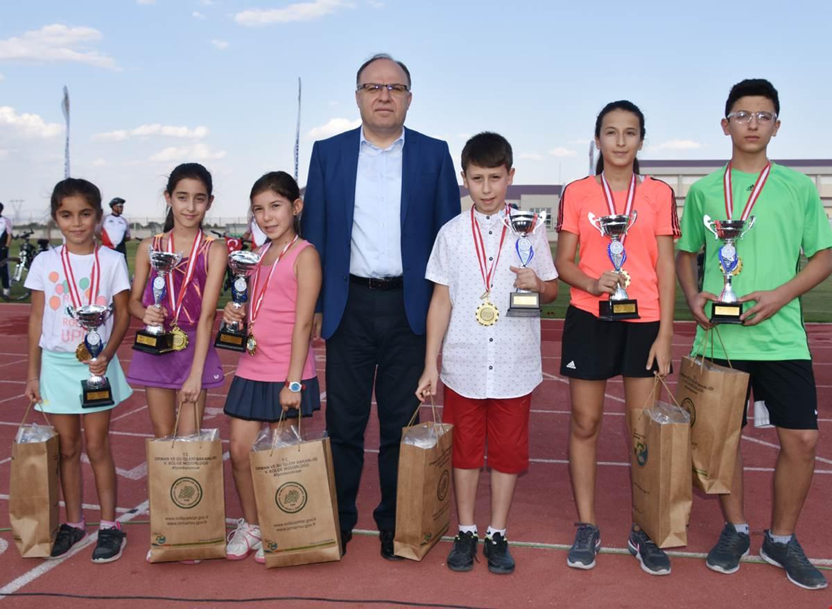 Vali Tutulmaz Zafer'in Sporcularına ödüllerini Verdi