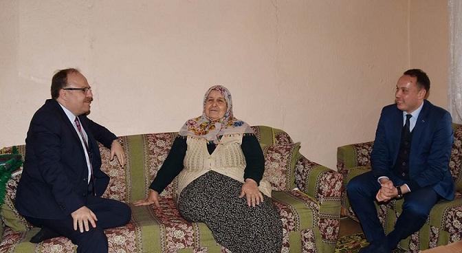 Vali Mustafa Tutulmaz Yaşlılarımızı Evinde Ziyaret Etti